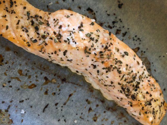 Pimiento rojo, coliflor y salmón al horno